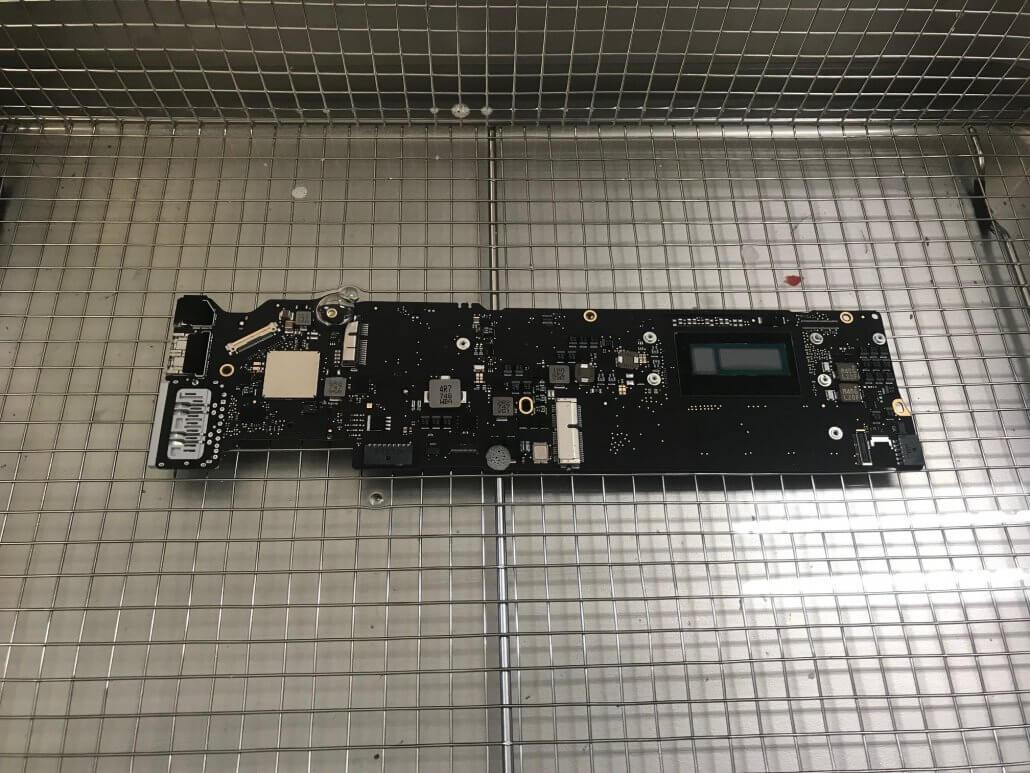 Macbook met vochtschade herstellen met chemisch reinigen bij Repair IT Now