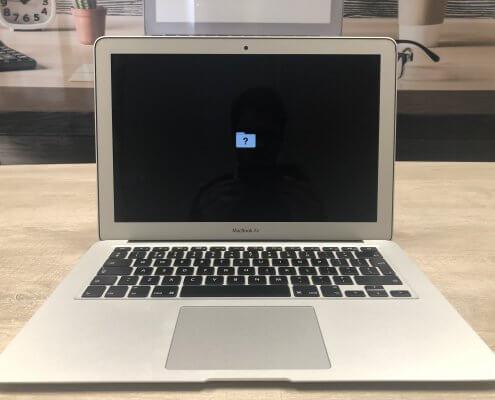 Wat kan je doen bij een knipperende envelop op een macbook en imac